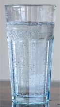 Wasser mit wenig Kohlensäure