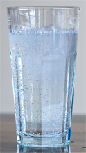 Wasser mit Kohlensäure